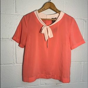 Adorable blouse w collar bow + back buttons